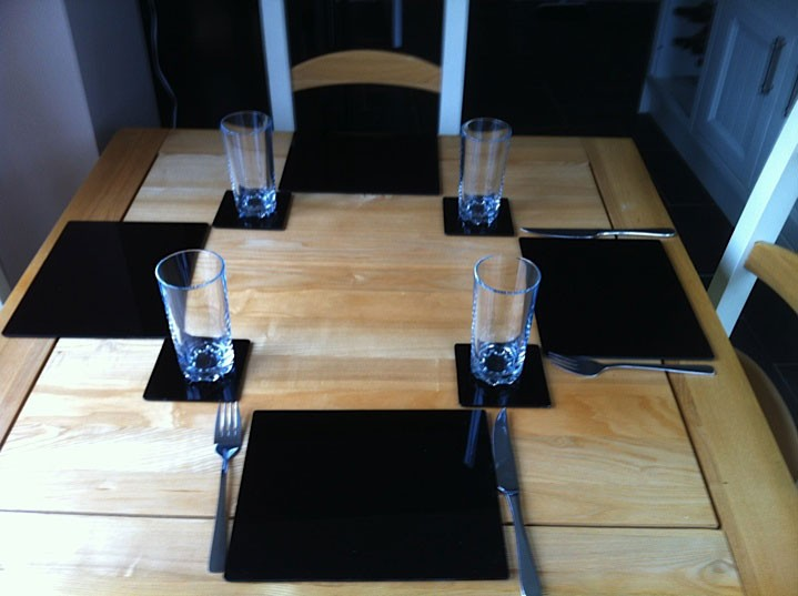 Set of 6 Perspex Place Mats and Coasters (Black)